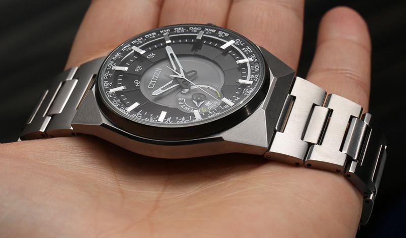 Часы Citizen CC2006-53E Часы Guess W0479G2